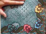 Détail du tissu batik vert UJ-6216-VR